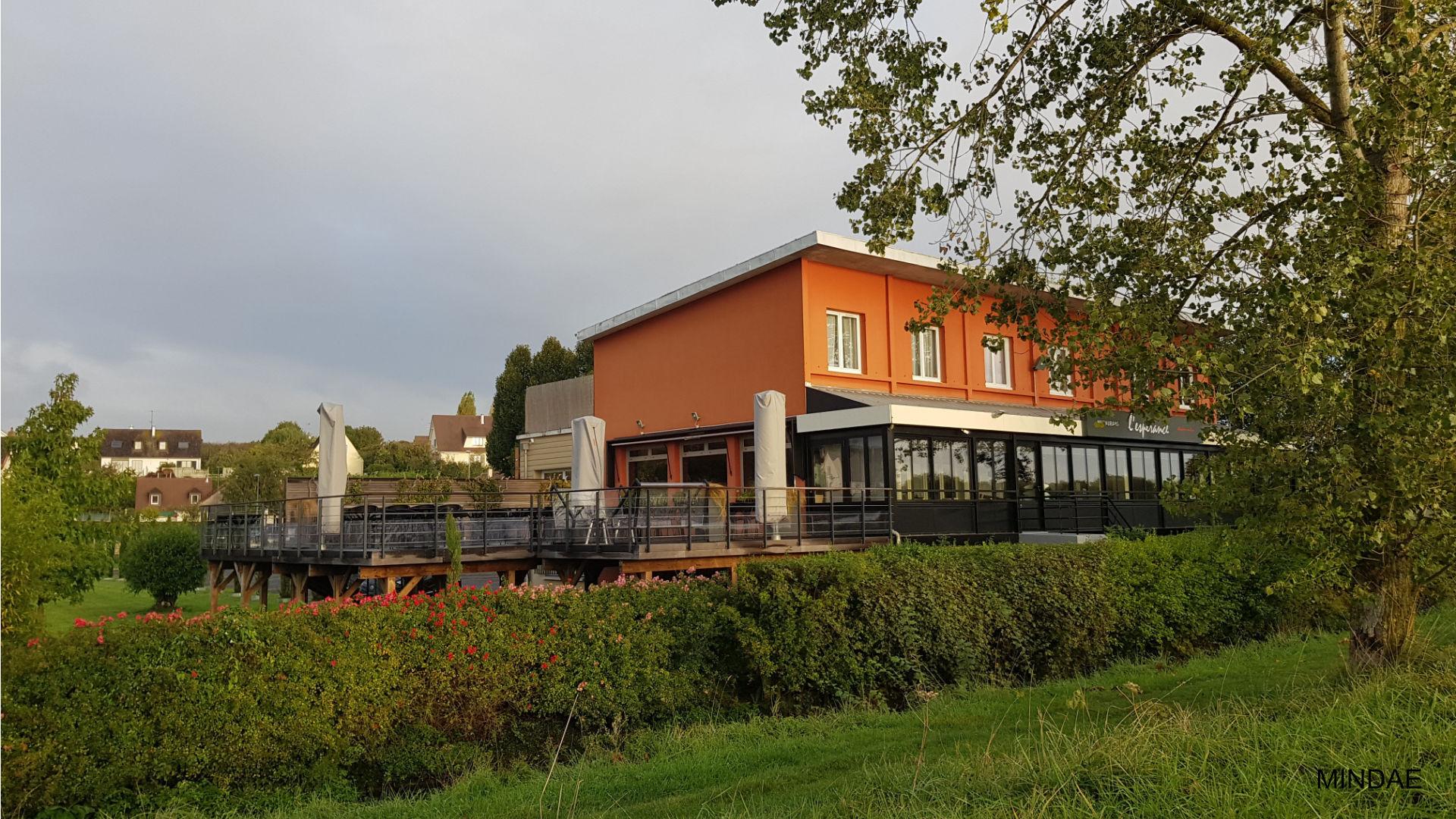 MINDAE_GPAL_Pergola_pilotis_terrasse_restaurant_carbone_orne_herouville_chef (1)